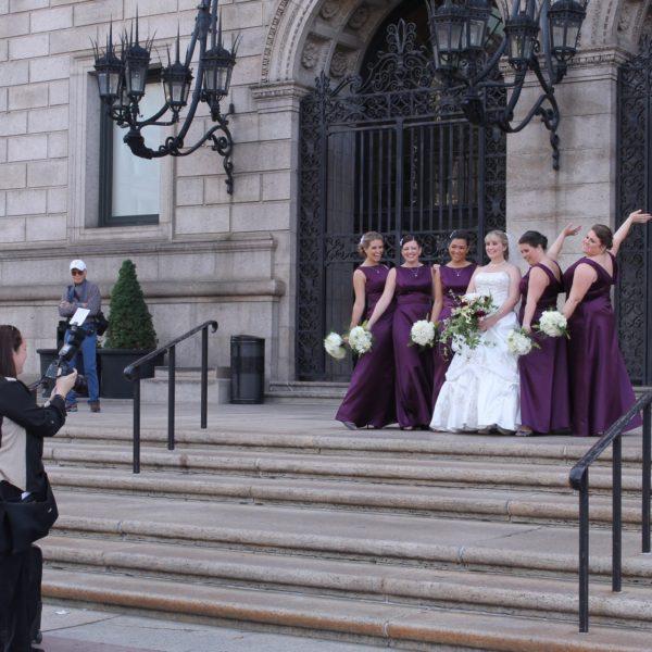 Sesión de fotos de una novia y sus damas de honor