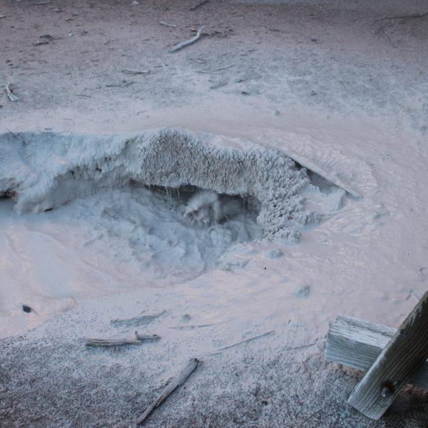 Una de las fuentes calientes que realmente parecen pintura hirviendo