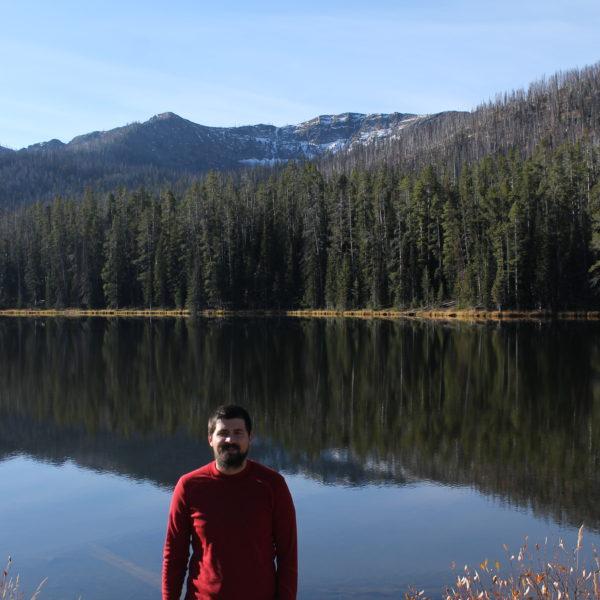 Una pequeña visión del inmenso lago Yellowstone