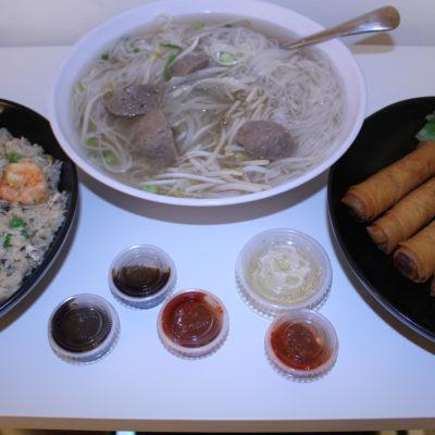 Arroz, sopa Pho y rollitos, la cena vietnamita estaba buenísima