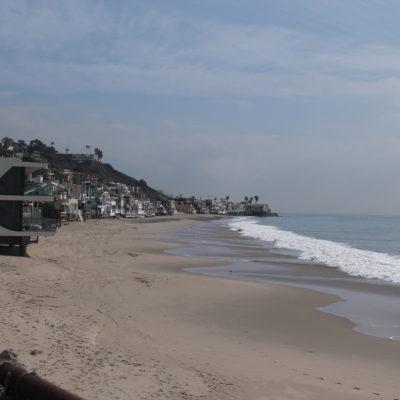 La playa de Malibu y la conocida fila de casas