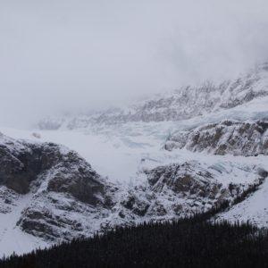 """Se puede ver la gran cantidad de nieve que hay """"posada"""" en la montaña"""