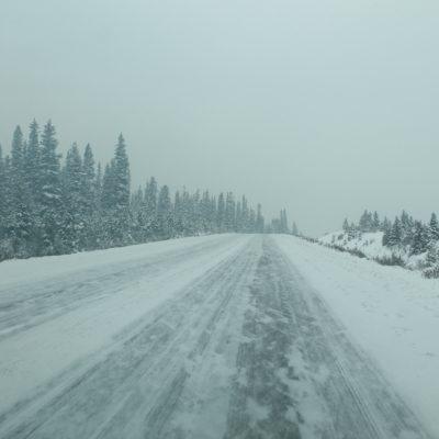 Durante varios kilómetro condugimos en carretera helada