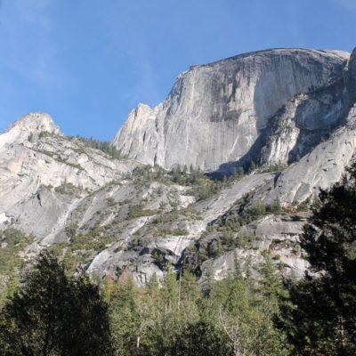 Fachada del Half Dome donde están los primeros escaladores que vimos, aunque no se vean en la foto