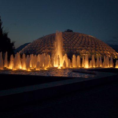 No puede haber parque sin fuente con luces...