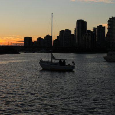 Skyline de Vancouver al atardecer cuando salimos del museo