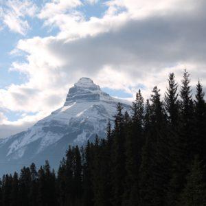 Impresionaban las siluetas de las grandes montañas nevadas