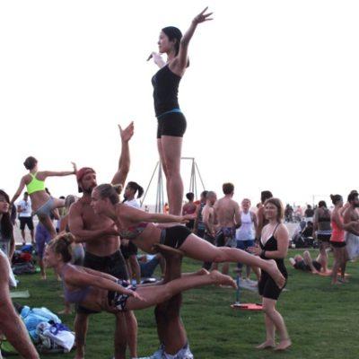 Momento perfecto en el que ensayaban esta genial acrobacia... Alucinante ¿verdad?