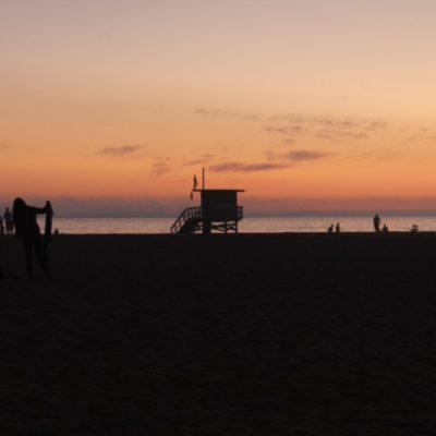 """La típica caseta de los """"Vigilantes de la Playa"""" en Santa Mónica"""
