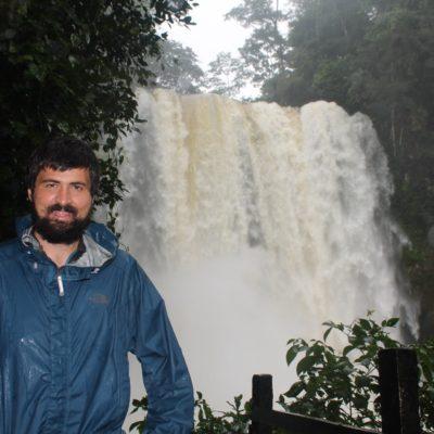 La cascada Misol-ha tampoco tenía el mejor color, pero bajaba una cantidad de agua brutal