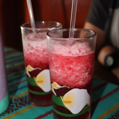 Aquí probamos este colorido té helado: Rosa de Jamaica, buenísimo