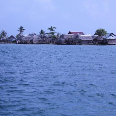 Las islas más pobladas del archipiélago, como Cartí, tienen esta pinta... Muy diferente al concepto paradisíaco