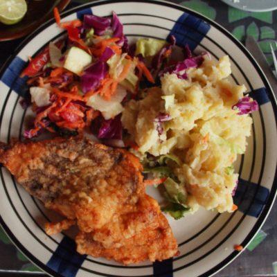 Segunda cena: pescado rebozado con puré de papas