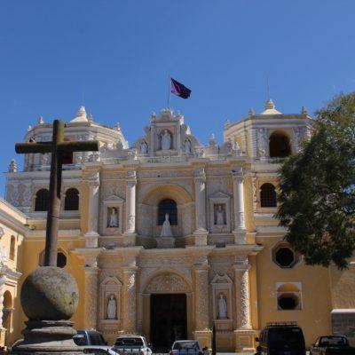 Iglesia de La Merced, una de las más coloridas y de las pocas que se mantiene en pie
