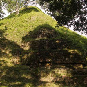 Muchos templos todavía se encuentran en fase de descubrimiento, cubiertos parcial o completamente por tierra