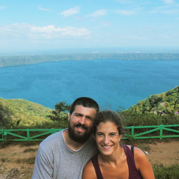 Desde el mirador de Santa Catarina el Laguna Apoyo se ve desde muy cerca