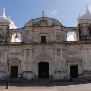 Aunque la fachada de la catedral no parece gran cosa, en el techo nos esperaba una grata sorpresa