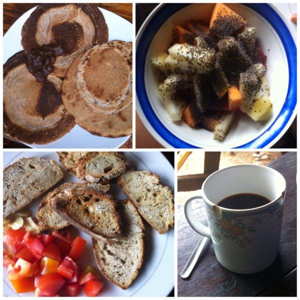 El espectacular desayuno que nos metíamos entre pecho y espalda cada mañana... ¡Y muy felices!