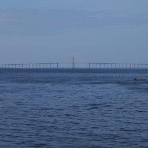 Nos llamó la atención este largo puente sobre el río Negro en Manaus, el segundo más largo de Sudamérica