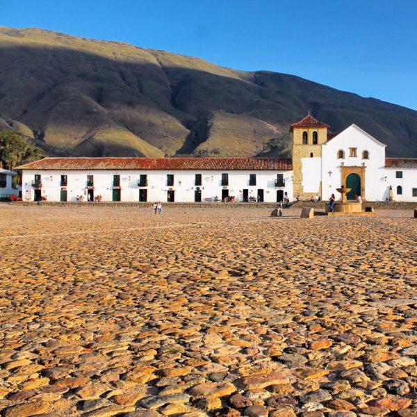 La hermosa plaza empedrada de Villa de Levya
