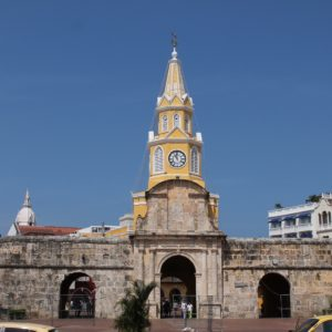 La entrada principal a la ciudad amurallada, la Puerta del Reloj