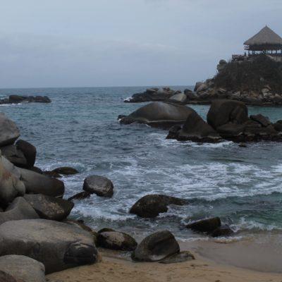 Casi todas las playas tienen unas piedras inmensas redondeadas que les da un toque... diferente