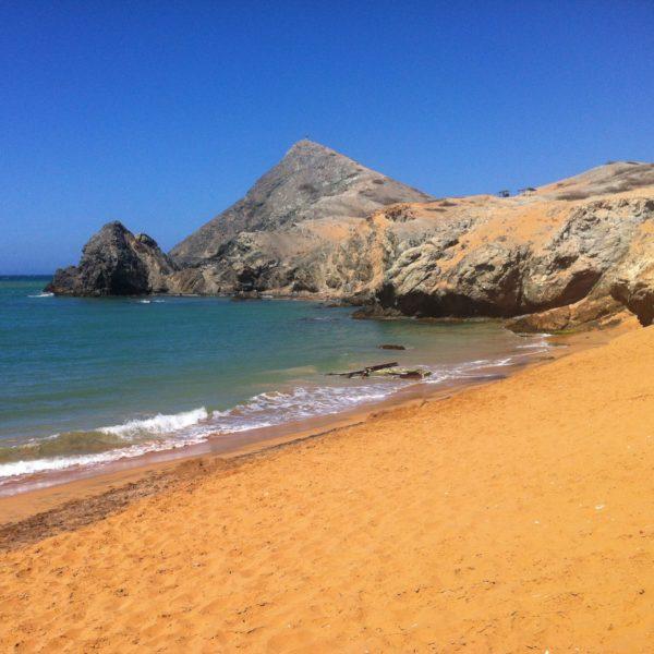 ...y ahora al revés: el Pilón de Azúcar desde la playa
