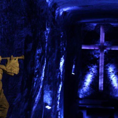 """La cruz de la nave principal es una """"ilusión óptica, ya que realmente no hay cruz, sino que hay un vacío en la piedra en forma de cruz"""