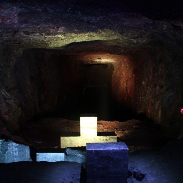 Algunos pasos del vía crucis estaban situados al inicio de estos túneles utilizados para la extracción de sal