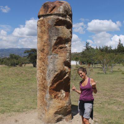 Además de las piedras en fila, había más piedras sueltas esparcidas
