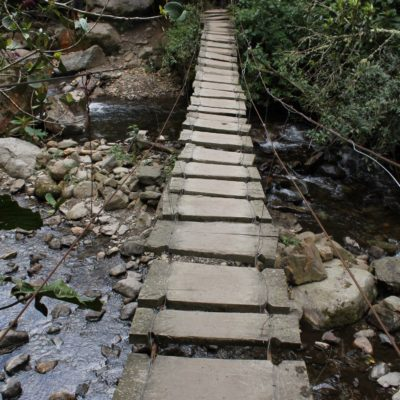Atravesamos varios puentes de este estilo hasta llegar a nuestro primer destino
