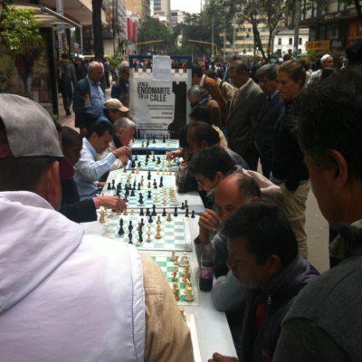 Aunque hasta entonces sólo habíamos visto gente jugando al dominó, parece que el ajedrez también tiene aficionados en Colombia