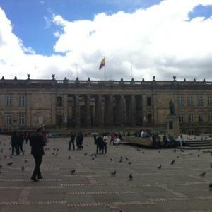 La gran plaza Bolivar, donde se encuentra el Palacio de Nariño