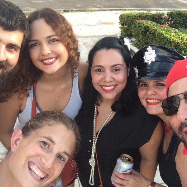 Más tarde nos juntamos con los amigos de Layla y seguimos de fiesta con ellos encantadísimos