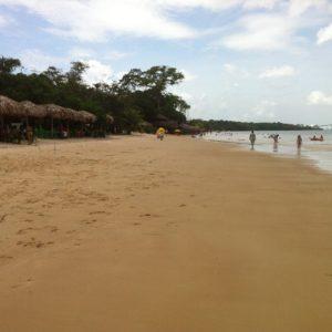 Paseando encontramos este tramo más ancho de playa... Una pena que tampoco hacía mucho sol