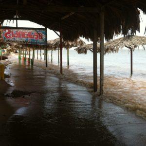 """Cuando llegamos la marea cubría toda la """"terraza"""" de los chiringuitos"""