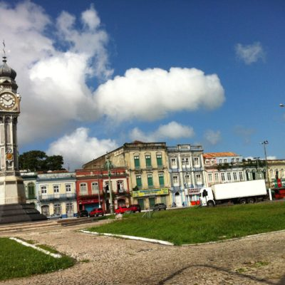 Nos encantó esta plaza, la Plaza del Reloj,  tanto por el reloj como por los edificios del fondo