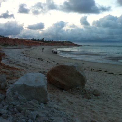 Durante el atardecer, la playa estaba muy tranquila