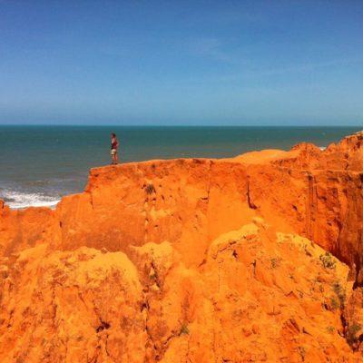 Nos gustó el contraste del mar con el intenso color de la arena