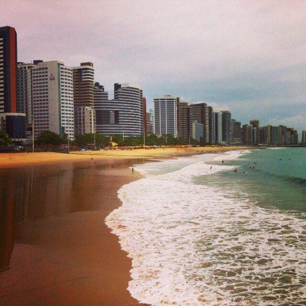 La playa de Fortaleza no es nada del otro mundo, pero los rascacielos nos recordaron a la costa mediterranea