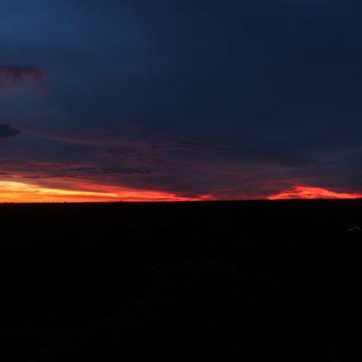 Aunque el cielo estaba un tanto nublado, el sol dibujó unos colores muy intensos en el cielo
