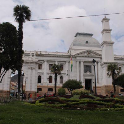 Uno de los típicos edificios blancos de Sucre