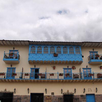 Aunque hay que reconocer, que toda esta belleza es principalmente de cara al turismo, ya que si nos alejamos del centro de Cusco, nada es ni siquiera parecido