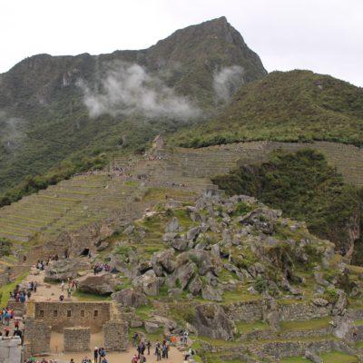 La montaña Machu Picchu es la que siempre se esconde en las fotos, la que está en el lado opuesto de Huayna Picchu