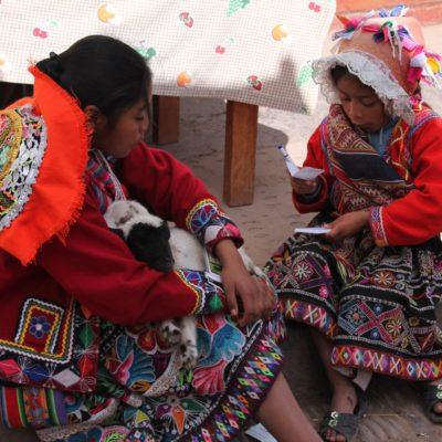 Fue muy habitual ver a niños y niñas, vestidos con ropa tradicional y corderitos en sus brazos