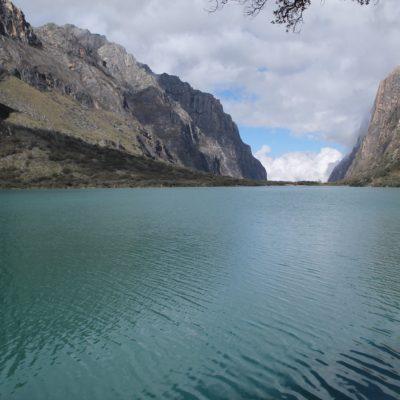 Vimos las grandes lagunas de Llanganuco bordeandolas por un lateral