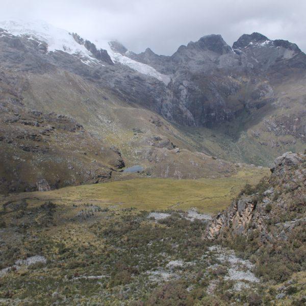 El paisaje del camino incluía otros lagos pequeños