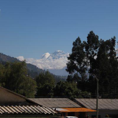 El día siguiente, en cambio, hizo un sol espléndido y pudimos ver el Huascarán asomar entre las nubes, pero no tan cerca