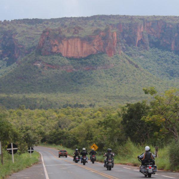 La Chapada dos Guimarães se caracteriza por las rocas rojas y los cortes abruptos