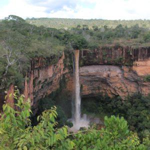 Era una pena que no nos pudieramos acercar más a la cascada Veu de Noiva, aunque esta vista era increible